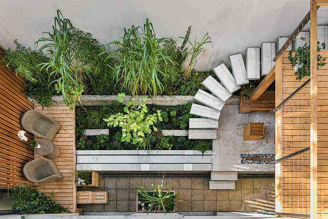 Μικρός κήπος με καθιστικό